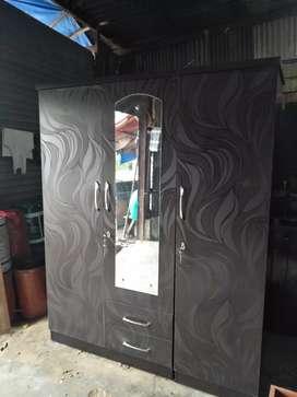 It's New Manufacturing 3 Door Wardrobe