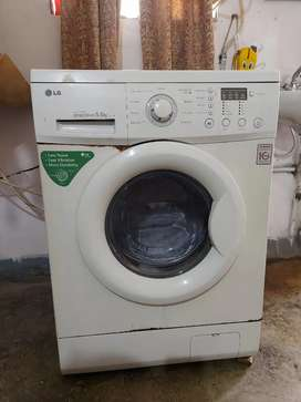 LG Fully Automatic 5.5kg Front Load Washing Machine