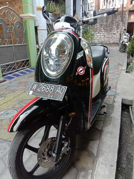 Scoopy th 2017 hitam manis