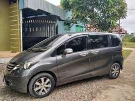 Di jual mobil freed 2010