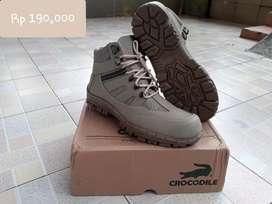 sepatu safety crocodile baru