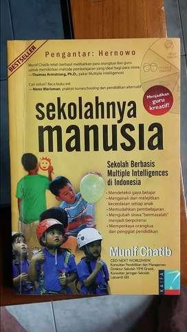 Buku Parenting Sekolahnya Manusia karya Munif Chatib