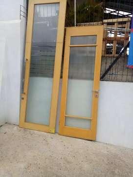 Pintu kaca lengkap