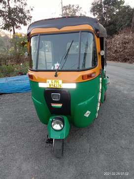 My auto rickshaw is very good condition. First honer. Sell start.