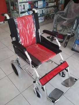 Kursi roda travelling merah gea