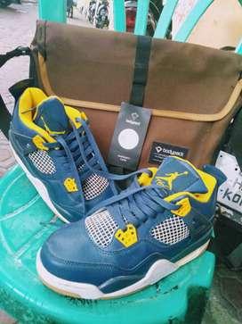 Tas/Sepatu Bodypack/Nike Air Jordan Retro