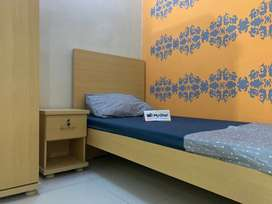 Fully Furnished for Females Only Near Clifton