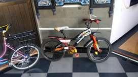Jual sepeda wimcycle ukuran 18, anak mnta minion