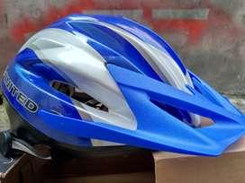 helm sepeda united blue