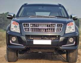 ISUZU MU7 Automatic Diesel Premium Variant 7 Seater with only 51000 Km