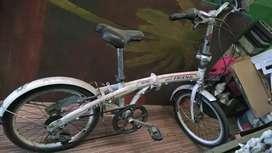 Dijual sepeda lipat merk best friend