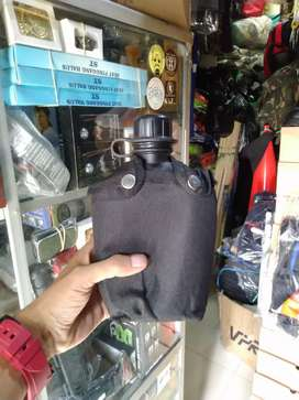 Pelpes hitam ( tempat minum ) standar TNI