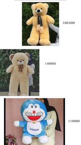 boneka beruang dan doraemon