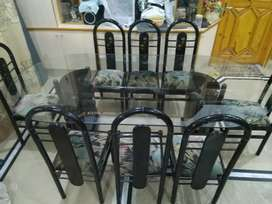 8 Seater Dinning Table in Excellent Condition