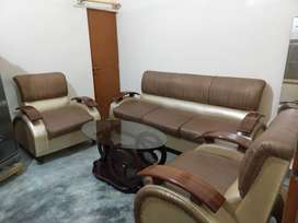 Original Leather Sofa with wood Handle 5 seater+Table brandnew