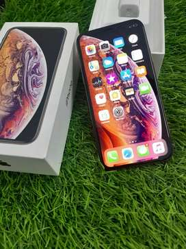 iPhone  Xs 64gb in gold color