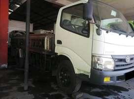 Toyota Dyna 110FT Truck Tangki Stenlis Ban Double Tahun 2010 Istimewa