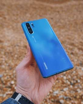 Huawei P30 Pro 32MP front camera with f/2.0 aperture, supports fixed f