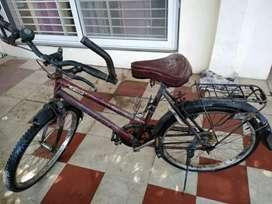 COMPANY HERO LADY BICYCLE