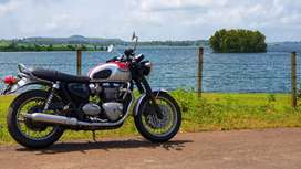 Triumph Bonneville T120 CBU superbike motorcycle