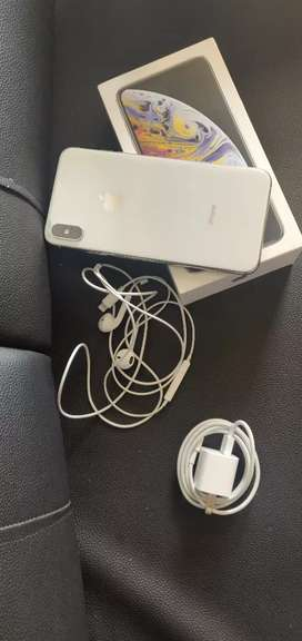 iPhone XS MAX 256 GB SILVER,3 weeks old