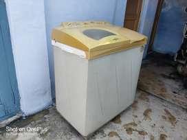 Whirlpool semi automatic washing machine in good condition