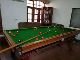 Full size snooker (pool table) table