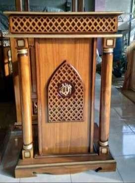mimbar masjid dan kursi singgasana