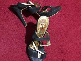 heels kondngan hitam