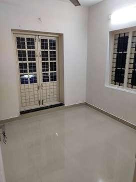 2 bhk Apartment for rent at Irumpanam