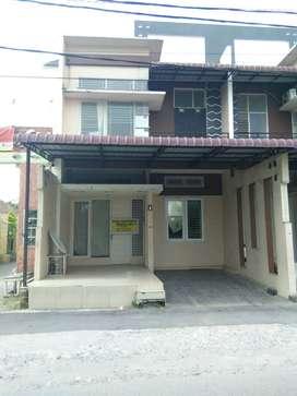 Rumah Disewa di Medan 2 Lantai Murah Mewah Siap Huni di Medan SHM
