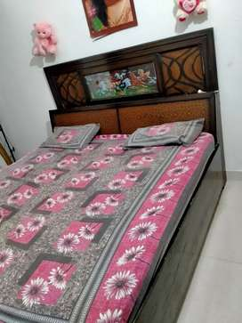 Double bed coffee color