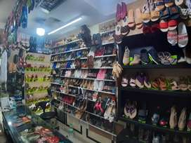 Running shop in Genuine area sale with deposit