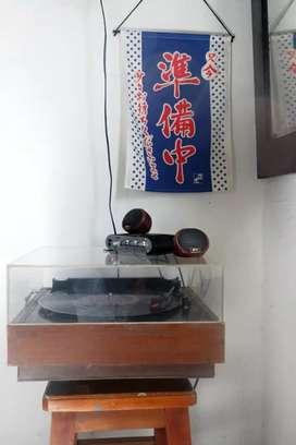 Turntable piringan hitam vinyl
