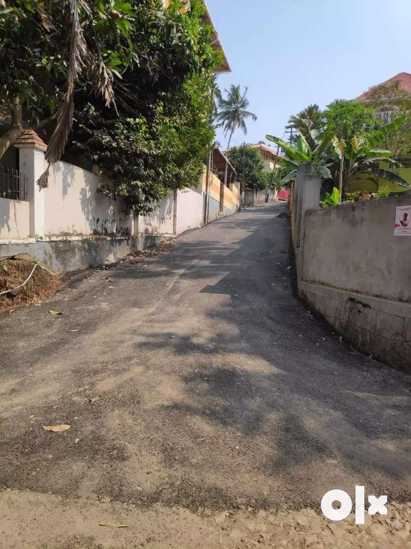 9.5 Cent vacant lorry accessible plot near Rajan Textiles Thirumala 0