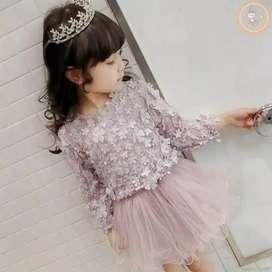 Dress princess dgn aksen bunga timbul