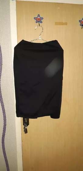 Rok hitam 3/4 kain tebal