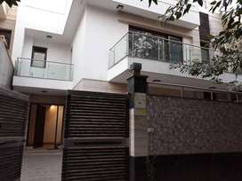 4Bedrooms 4Baths Independent House/Villa for Rent in DLF City-1 G