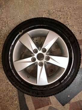 Hyundai Elantra 16 inch Alloy wheels and Michelin Tyres