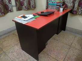 Office boss table good condition