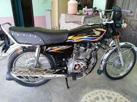 Honda 125 black color behtreen condition