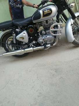 Royal Enfield Classic 23000 Kms 2017 year