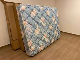 QUEEN SIZE IMPORTED USA  MATTRES WITH BASE SEPRATE BRING FROM DUBAI