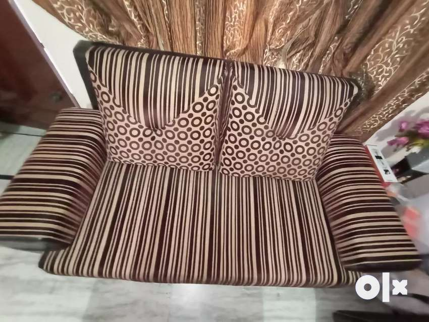 GOOD CONDITION OF SOFA AND TABLE 0