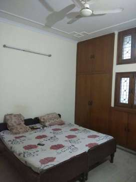 Urgently looking for a male working flat mate Noida Sec-22