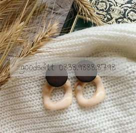 Anting akrilik acrylic wood kayu wanita cream khaki brown cokelat gold