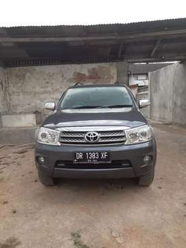 Toyota fortuner diesel automatic 2011