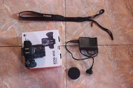 Canon Eos M50 + Lensa Kit 15-45 f3.5