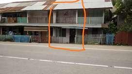 Di sewakan Rumah Kayu 2 Tingkat di pinggir jalan