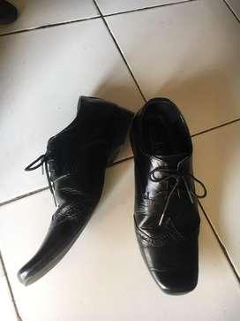 Sepatu pantofel, kerja, sekolah / bukan baju / tas / celana / dompet